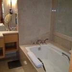 Deep tub