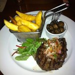 venison with chunky chips and garlic mushrooms