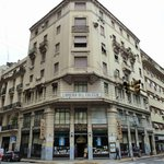the B&B is situated in the building left of the bookstore (libreria)