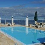 Hoteleigener Pool mit fantastischer Aussicht