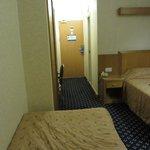 Camera doppia viasta dalla finsetra che da all'esterno.
