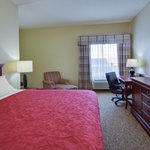 Country Inn and Suites Ofallon King Whirlpool Room