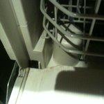 Dishwasher tray missing wheels