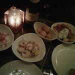 Tapas: Arroz meloso (con langosta), camarones al ajillo, croquetas de jamón y pollo y patatas br