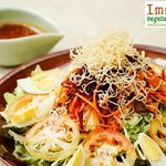 HOO CHAIR [PHUKET SALAD] - Mixed fresh vegetable salad with sprouts, boiled eggs and crispy noo
