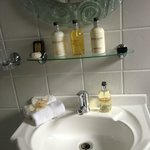 Queen Suite toiletry
