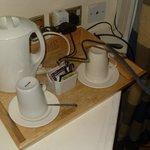 Ripiano con necessario per il té