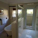 Moorcroft Manor bathroom room 8
