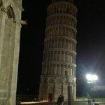 La Torre Pendente (coi vigilantes)