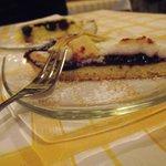 Crostata ricotta e visciole e torta di crema e amarene