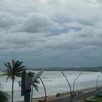 Strand rechts vom Hotel
