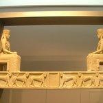 Due divinità femminili
