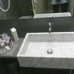 lavandino in marmo+kit cortesia