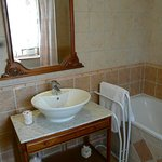 Occitan Room bathroom