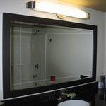 Bad durch den Spiegel