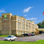 Holiday Inn Express Hotel & Suites West Long Branch