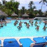 coreografia en la piscina del hotel.