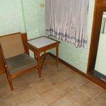 小さなテーブルと椅子