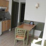 Bungalow: Salle à manger + coin cuisine