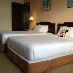 Clean twin beds in executive seaview rm with connecting door to king rm