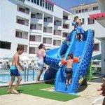 Wasserrutsche am Pool