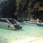 Paradise Diving boat -lunch break