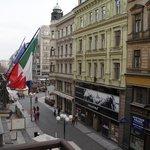 Вид с балкона на улочку