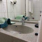 so gut wie keine Ablagemöglichkeit im Bad