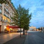 Exterior Hotel Adlon Kempinski