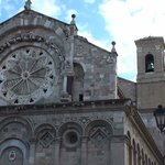 Facciata con rosone originale e campanile di succ costruz