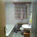 badezimmer kleiner einblick von der tür