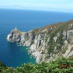 9月の波穏やかな海と灯台