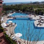 vue sur la piscine plus calme sur l'arrière de l'hôtel