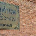 Tha Phae Gate monument