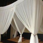 真ん中の仕切りカーテンのおかげで、個室のような寝心地の良さがあります