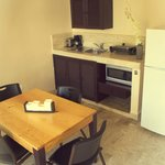Fully Kitchenette and dining room.