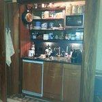 Armario cocina,completo y discreto, cerrando sus puertas queda camuflado, muy util