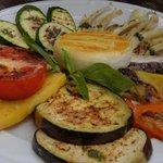 Verdure alla griglia con tomino alla piastra