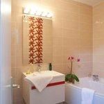 Salle de bain baignoire d'angle