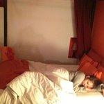 可愛い部屋で眠りにつく