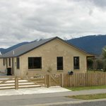 Cabbage Tree Home - Te Anau