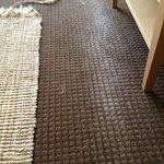 tapete viejo deja residuos en el tapete