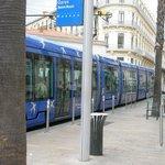 Остановка трамвая у отеля