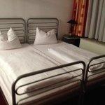 Ein besser ausgestattetes Zimmer Haus Berghof, vielfach mit Schrankbetten versehen
