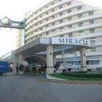 Vooraanzicht hotel Miracle Antalya (Kundu)