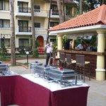pool side bar/dining