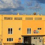 Hotel de trato familiar y bien situado a 50m.de las mejores playas de El Cotillo