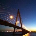 Por pasar debajo del Puente Internacional