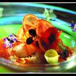 Langoustine, dentelles de tomates, fleurs à croquer