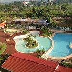 бассейн общий с соседним отелем